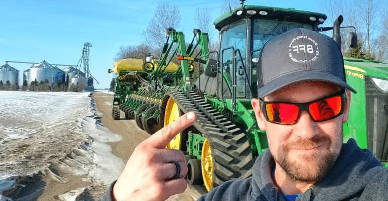 باستخدام منصة يوتيوب.. مزارعون يكسبون أرباحًا أكبر مقارنة بالمزرعة الحقيقية!
