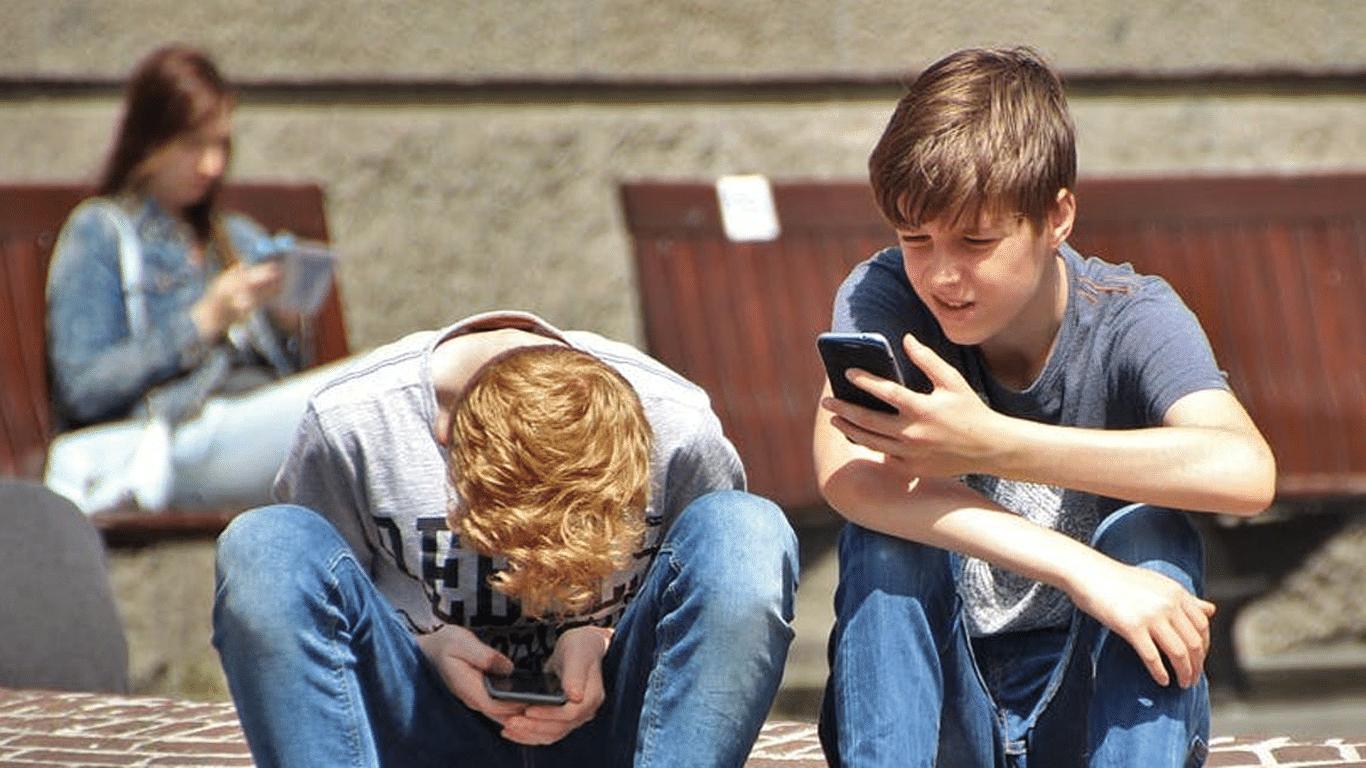 دراسة تربط مشاكل السمنة بمقدار استخدام الهاتف الذكي