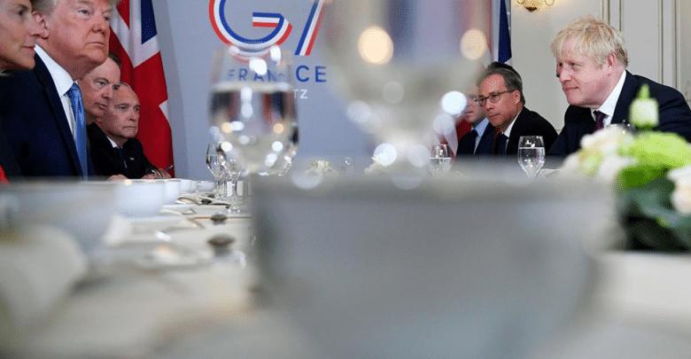 فرنسا تدعو منصات التواصل الاجتماعي إلى توقيع تعهد