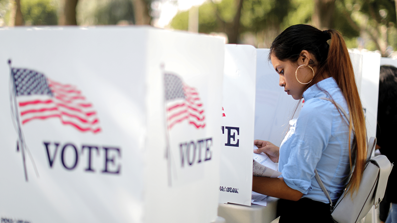فيسبوك يشدد من اجراءاته قبل الانتخابات الأمريكية 2020